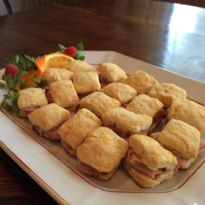 mini biscuits with ham